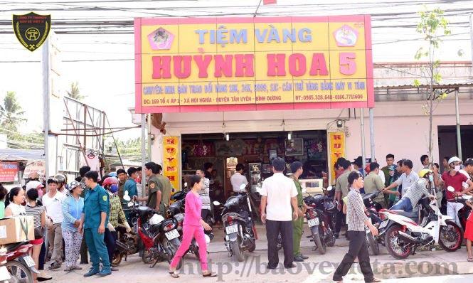 Cướp tiệm vàng ở Tân Uyên