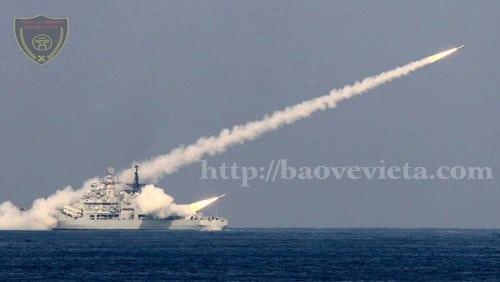Tàu Trung Quốc bắn đạn thật