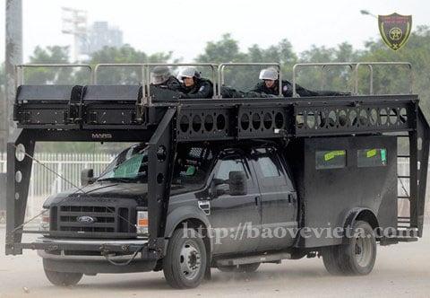 Xe Ford F550 Super Duty được lắp hệ thống giáp bọc thép cấp độ B6