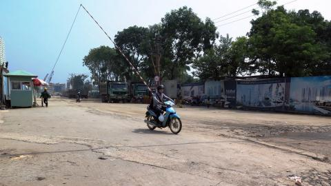 Bảo vệ công trường tự ý xử phạt hành chính dân đi nhầm đường
