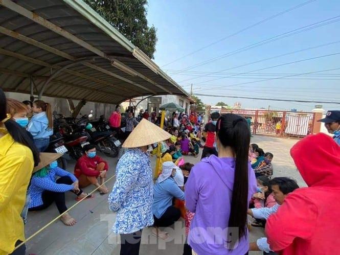 hen-cong-nhan-den-nhung-khong-cho-vao-2