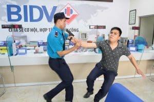 Nhân viên bảo vệ cần làm gì khi xảy ra sự cố bất ngờ