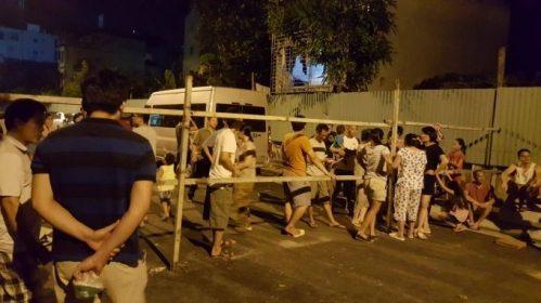 Bất chấp bảo vệ cư dân Goldmark City biểu tình lúc nửa đêm